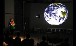 Komentované programy na projekční kouli Science on a Sphere