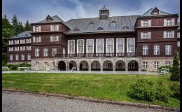 Lázeňská budova Libuše v Karlově Studánce
