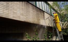 Čištění zateplených fasád od plísní, mechu, sazí, smogu