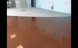 Syntetické podlahy do průmyslových i bytových prostor