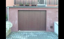 Garážová vrata posuvná v požadovaném odstínu dřeva