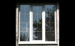 Plastová okna různých velikostí i v barevném provedení