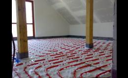 Podlahové topení pod samonivelační anhydritovou podlahou