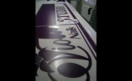 Řezaná fóliová reklama - ALMA-reklama Praha