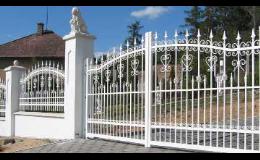 Ocelové vjezdové brány s moderním ovládáním