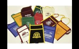 Výroba textilních taštiček - nosiček na skleničky při degustaci vín