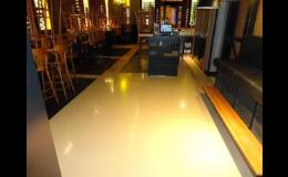 Pryskyřičné lité podlahy do interiérů restaurací a hotelových hal