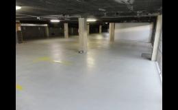 Průmyslové lité podlahy v garážích - epoxidová stěrka