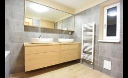 Výstavba nové koupelny - obklady, dlažba, rozvody vody, elektroinstalace