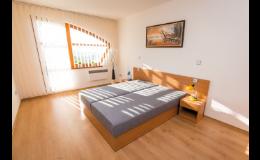 Komfortní ubytování v prostorných apartmánech Opilé sklepy