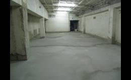 Samonivelační stěrky a potěry NIVEL pro rychlé opravy betonu