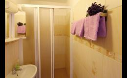 Ubytování v komfortních pokojích s koupelnou