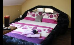 Dvou a třílůžkové pokoje v penzionu Rendezvous Valtice