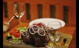 Grilované speciality ve Vinařství Neuman na jižní Moravě