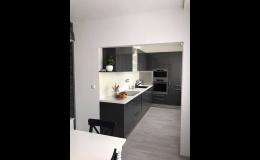 Rekonstrukce kuchyní, koupelen, obývacích pokojů