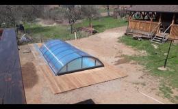 Zastřešený bazén se slanou vodou pro hosty Chalupy Sněženka