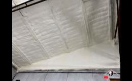 Stříkaná PUR pěna k izolaci a zateplení průmyslových hal
