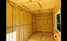 Tepelná a zvuková izolace obytného kontejneru PUR pěnou