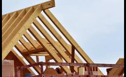 Výstavba střechy z dřevěných příhradových vazníků