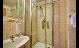 Čisté a pohodlné pokoje pro dlouhodobé ubytování