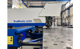 CNC laserové řezací stroj na zpracování plechu, profilů