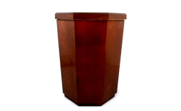 Ruční výroba dřevěných hřbitovních uren