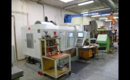 CNC obrábění kovových součástí, dílů