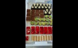 Nabídka čerstvých zákusků  z Cukrářství Truhlář