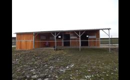 Výroba venkovních koňských boxů