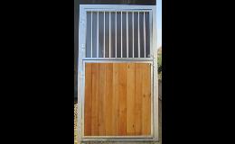 Stájová vrata se zateplenou horní částí