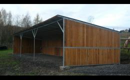 Zakázková výroba přístřešků z oceli a masivního dřeva
