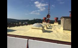 Zateplení rovných střech stříkanou izolační PUR pěnou