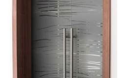 Elegantní celoskleněné dveře do interiéru