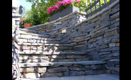 Kamenné obklady pásky na zdi, ploty, opěrné zídky