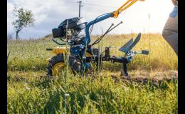 Kypření, orání půdy se zemědělskou technikou AGZAT