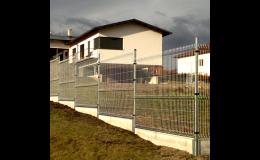 Betonové podhrabové desky nahrazují podezdívky