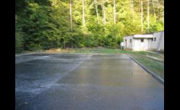 Lité asfaltové povrchy na hřištích, pozemních komunikacích