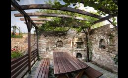 Odpočinek pod pergolou a ochutnávka moravských vín