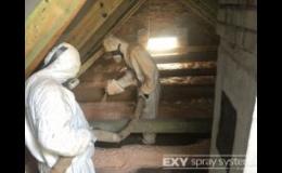 Stříkanou pěnu na izolaci půd, střech, stěn aplikuje IZO-PUR.cz