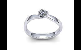 Velký výběr zásnubních prstenů s brilianty
