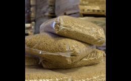 Dřevní pelety různých velikostí baleny po 15 kg, nebo na paletě