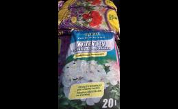 Zahradnické substráty a chemické přípravky pro hubení škůdců a plevelů
