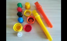 Výroba plastových uzávěrů na zakázku vstřikováním a lisováním