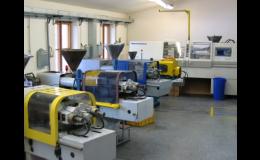 Strojní vybavení pro vstřikování technických termoplastů