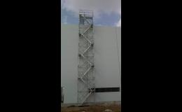 Schodišťové věže pro bezpečný přístup pracovníků