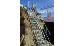 Mobilní schodiště SAFESTEP pro rychlý a pohodlný výstup a sestup na stavbách