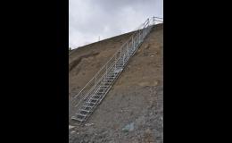 Bezpečné mobilní schodiště SAFESTEP od SCASERV a. s.