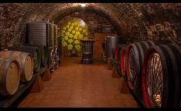 Uskladnění vín v sudech ve vinných sklepech