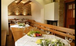 Posezení ve vinném sklepě včetně degustace vín