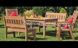 Masivní dřevěné židle a stoly na zahradu